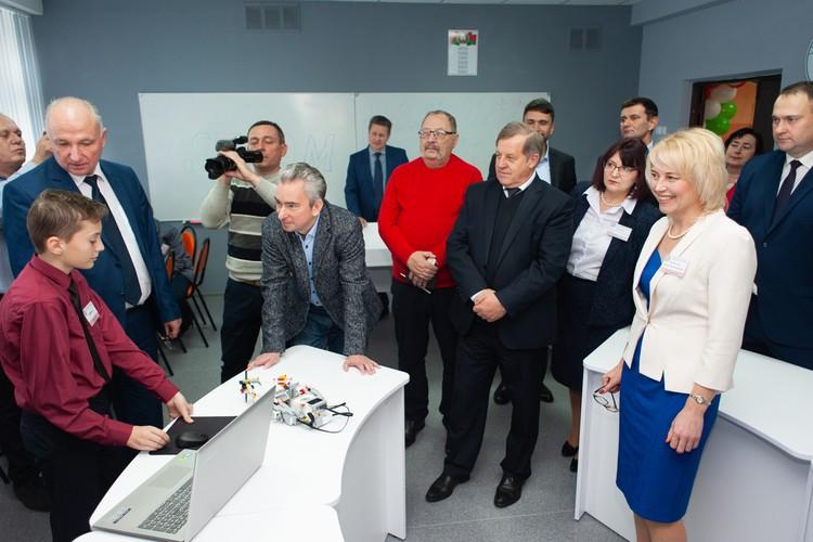 Директор ПВТ Всеволод Янчевский верит, что в этих классах воспитают будущих гениев. Фото: edu4future.by