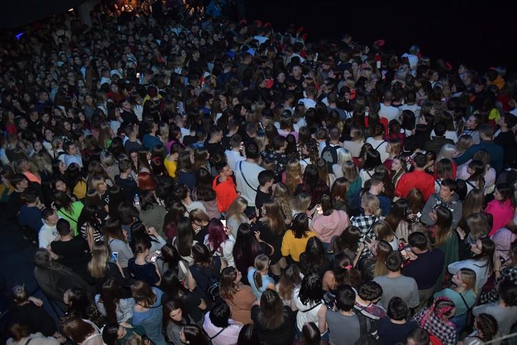 Поклонники Бузовой съехались на концерт со всей России.