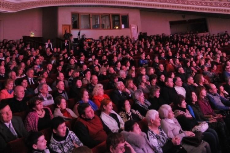 Музыкальный театр Кузбасса приглашает горожан и гостей областной столицы на постановку одного из самых любимых и популярных произведений мирового репертуара - оперы Джузеппе Верди «Травиата»