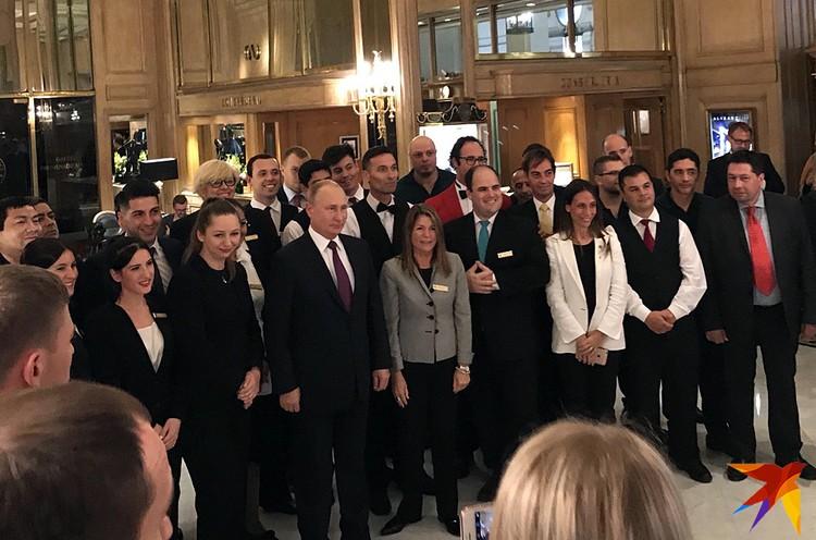 После G20 Аргентине перед отъездом президента из отеля, где он проживал, в холле собрался весь персонал