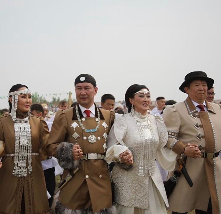Айсен Николаев и Сардана Авксентьева.