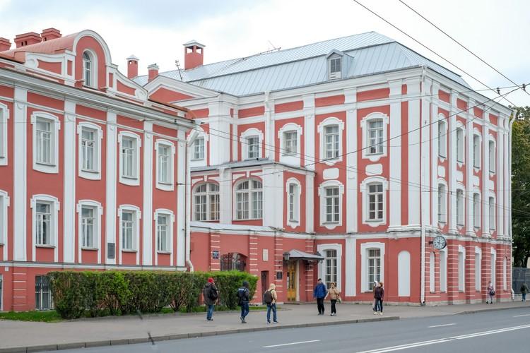 В СПбГУ Соколов преподавал почти 20 лет - с 2000 по 2019 год.
