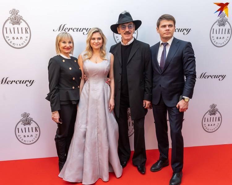 Лариса Луппиан, Катерина, Михаил и Сергей Боярские.