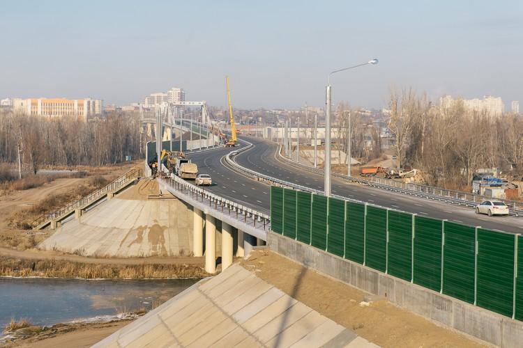 Прежде чем заехать на сам Фрунзенский мост, придется пересечь озеро Банное