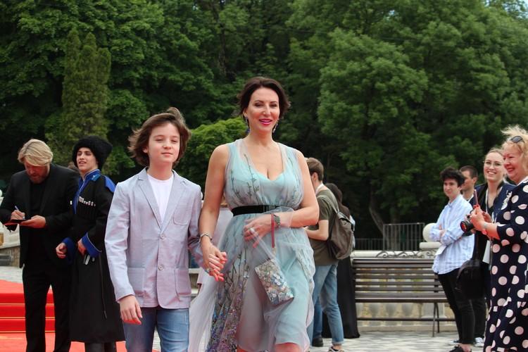 Алике Смеховой понравился обновленный Железноводск. В мае актриса посетила кинофестиваль, а осенью прилетела отдыхать в санаторий.