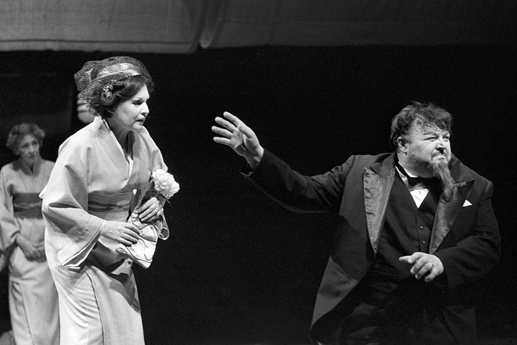 Всю жизнь Вячеслав Михайлович прожил с одной женщиной - актрисой Ниной Гуляевой (и, кстати, всю жизнь проработал в одном с ней театре - МХАТе)