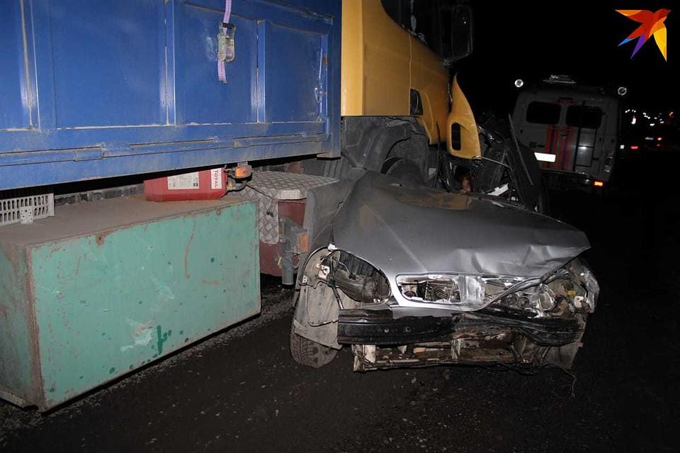 Влетели под грузовик: На Кубани в страшном ДТП погибли четыре человека