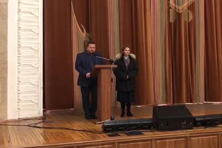 На стихийном митинге, связанном с роддомом в Кировском районе. ФОТО: кадр видео