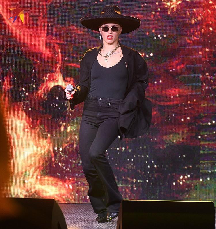 Юлия Зиверт на сцене.