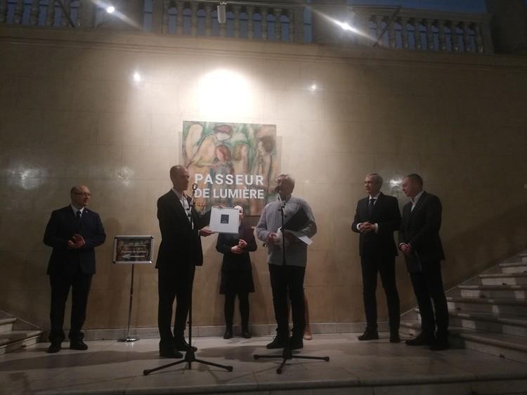 Внук знаменитого художника подарил Национальному художественному музею картину знаменитого деда