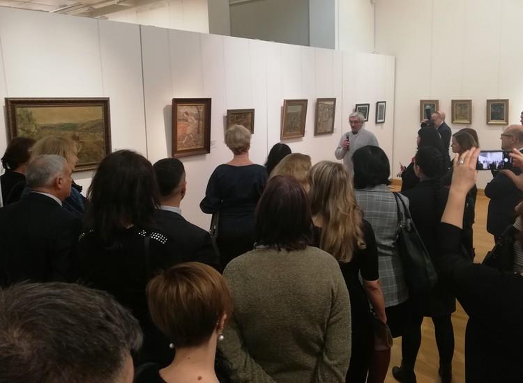 Гости выставки прослушали экскурсию от ее главного куратора