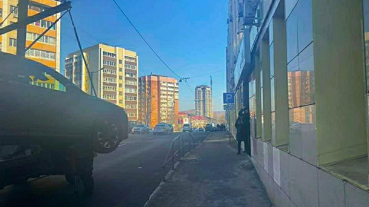 Стоять у МФЦ теперь могут только инвалиды. Фото: Полина Степаненко