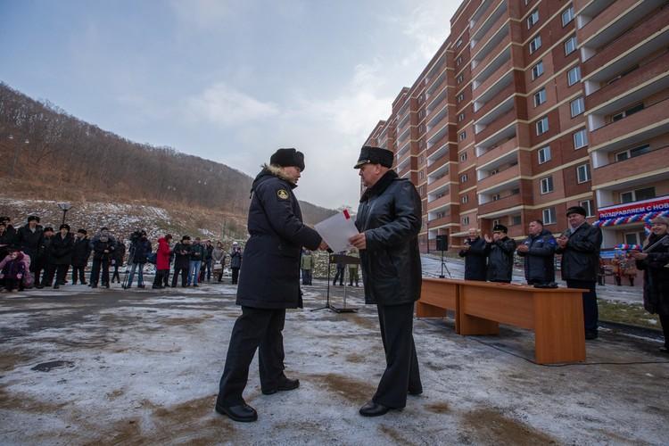 Военнослужащие получили ключи от служебных квартир