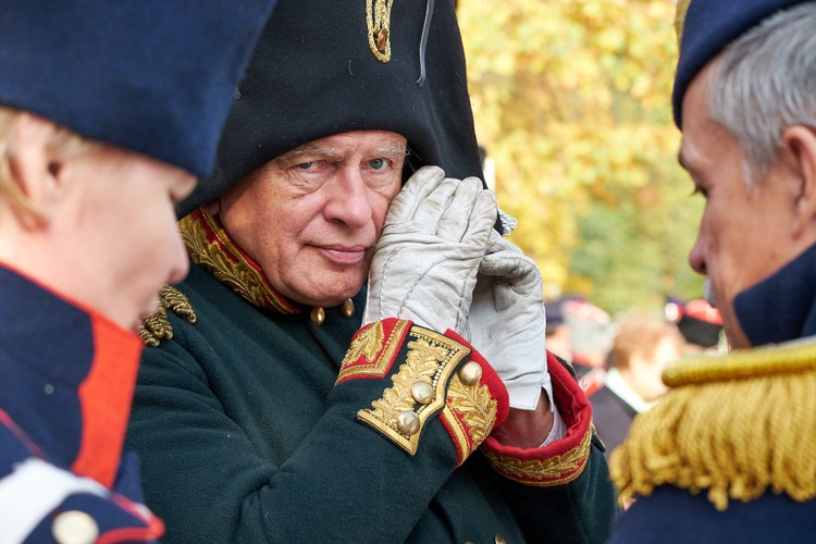 Олег Соколов - известный историк и один из основателей реконструкторского движения в России. На полях сражений в последние годы он чаще всего появлялся в образе французского бригадного генерала.