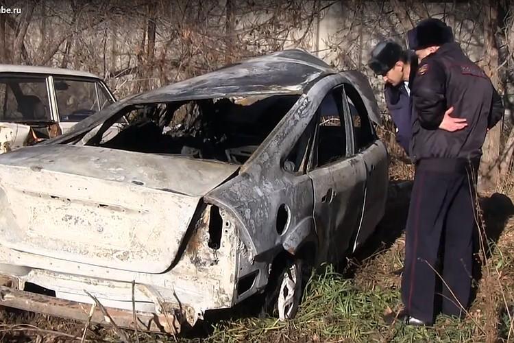 Машина сгорела дотла. Фото: кадр видео
