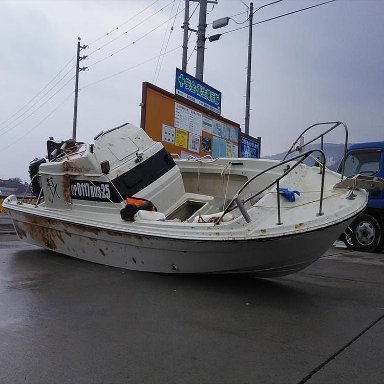 Японские власти вытащили катер на берег. Фото: nata.poddubnaya