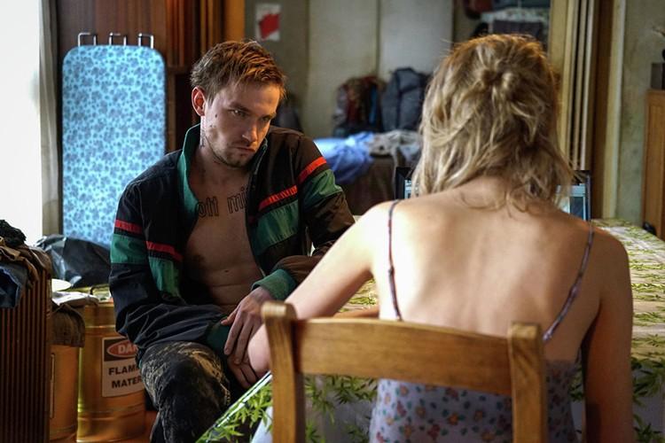 Петров сыграл Петра - бандита, наркомана и парня главной героини, которого вскоре убивают