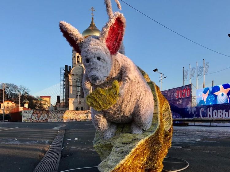 Поврежденная Мышка на сыре по-прежнему находится на площади
