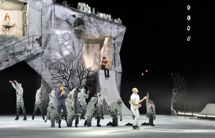 Жонглеры также приняли участие в шоу