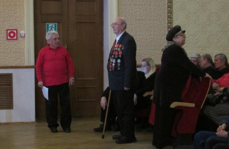 Среди гостей в основном старики-ветераны