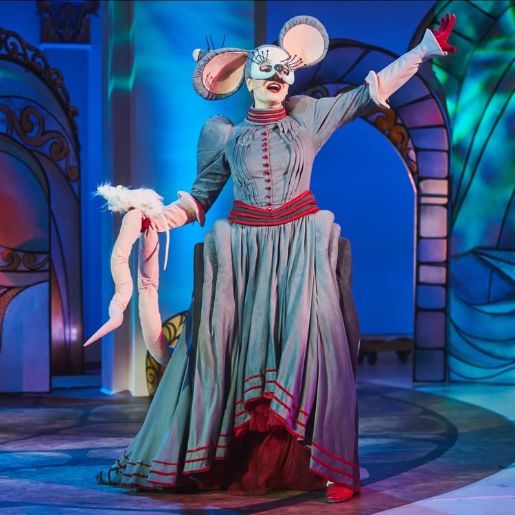 Екатерина играет красавицу Крысу в спектакле «Стойкий оловянный солдатик». Фото: Виктор ДМИТРИЕВ