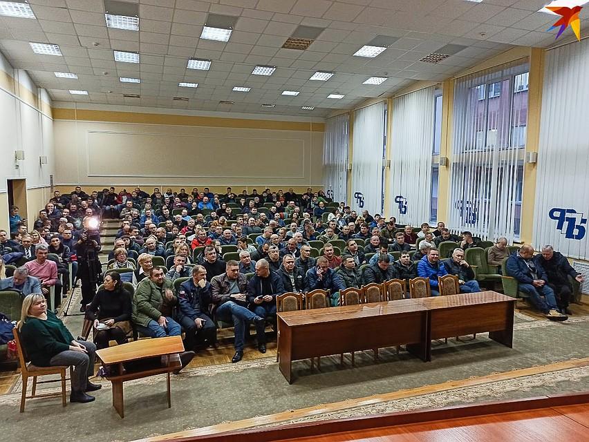 На встречу с представителем министерства пришли около 200 человек. Фото: Оксана БРОВАЧ
