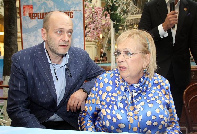 Галина Волчек с сыном Денисом Евстигнеевым