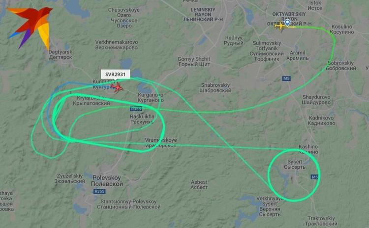 Самолет вырабатывает топливо, нарезая круги над Сысертью и рядом с Полевским. Фото: www.flightradar24.com