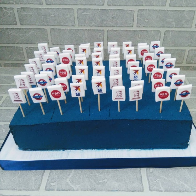 Дегустационный торт для гостей. Фото: Денис Коротков