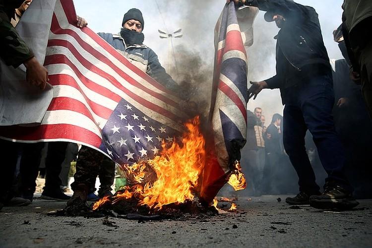 Реакция в Тегеране самая бурная, все грозят Вашингтону возмездием