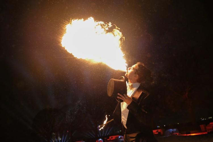 Хедлайнером шоу станет основатель французского сообщества артистов жанра огня, фаербризер Андрей Дас.