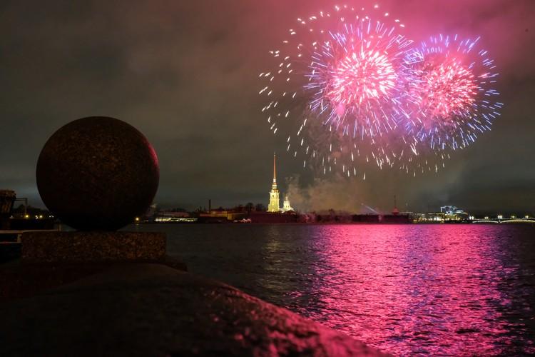 Фестиваль огня «Рождественская звезда» продолжает традиции Петровской эпохи.