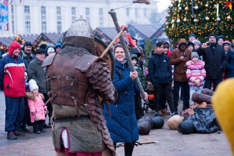 Орловцев ждало развлекательное богатырское шоу