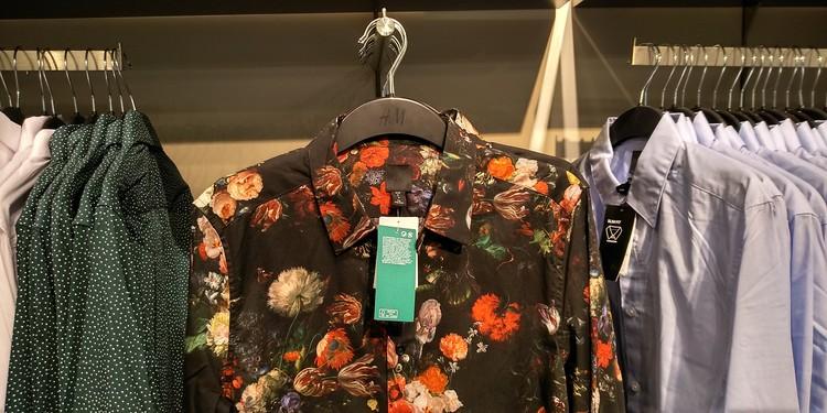 Торговые сети маркируют одежду из вторичного сырья.