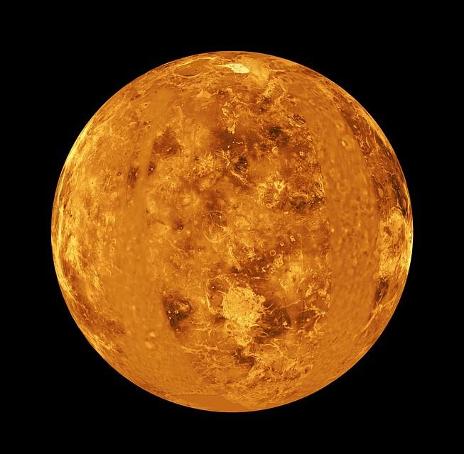 А что если около Венеры крутятся какие-то, нам не известные, астероиды, они сталкиваются, и производят эту пыль? Фото: EAST NEWS