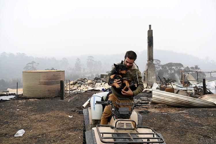 Многие австралийцы лишились из-за пожаров всего - защитить жилые регионы от стихии не удалось