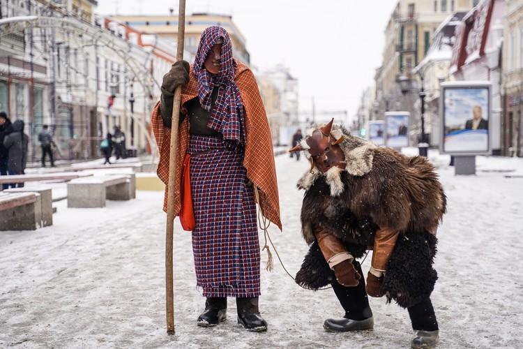Горожан на Ленинградке удивляли самыми необычными костюмами