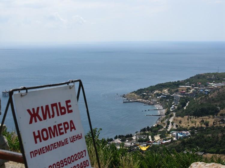 Еще несколько лет назад покупку-продажу крымской земли можно было легко оформить в... украинском Херсоне, что делало масштаб махинаций еще более разнузданным.