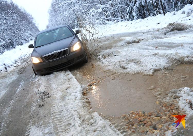 Разбитая дорога в Свердловской области.