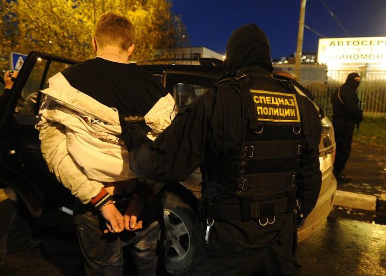 Задержание наркоторговца во время рейда сотрудников спецслужб по выявлению зон незаконного распространения наркотиков. Фото ИТАР-ТАСС/ Станислав Красильников