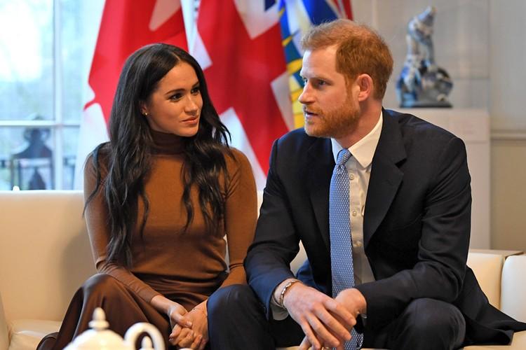 С весны принц Гарри и его супруга Меган Маркл лишатся титулов «Королевских Высочеств» и поступлений из казны.