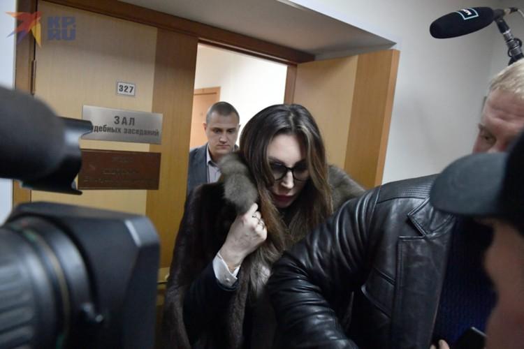 Какие суммы артистка переводила на благотворительность - неизвестно. В суде озвучили содержание только одной платежки: 50 тысяч рублей.