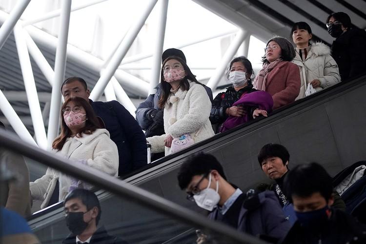 Китайцы массово скупают медицинские маски, которые и без того достаточно популярны в период вспышек вирусных инфекций.