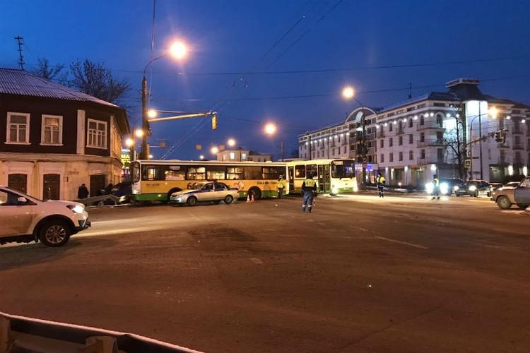 В 06:52 на перекрестке Московского проспекта и улица Малая Пролетарская столкнулись автобусы «Лиаз»