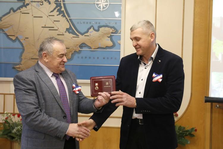 Сергею Шевченко присвоили звание «Народный художник Крыма». Фото: личный архив