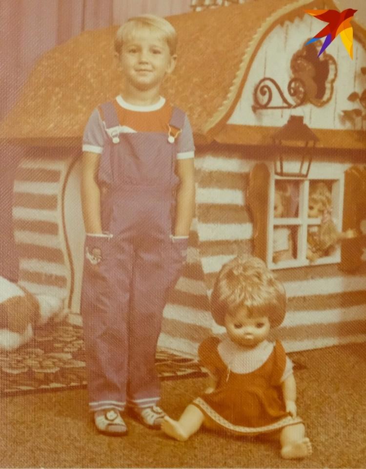 Оля любила короткие прически в детстве