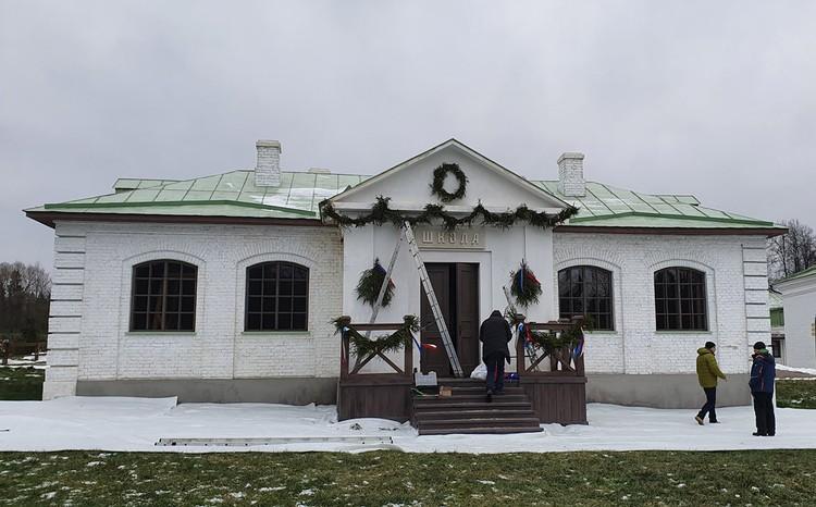 Сейчас в Середниково действует воскресная школа, часто проводятся выставки и исторические фестивали. Фото http://serednikovo.su/