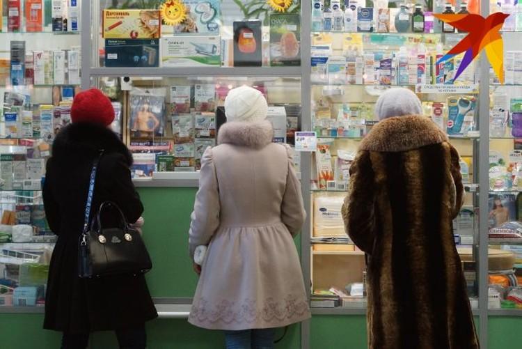 В тех аптеках, в которых маски есть, они продаются в упаковках от 3 до 50 штук.