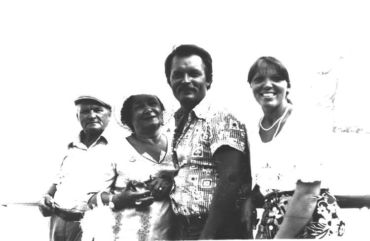 Константин был единственным ребенком в семье актеров (отец - Глеб Юченков и мама - Ирина Браун). Фото: из архива Ирины Андриановой