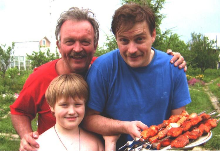 С сыном Денисом и внуком Глебом. Фото: из архива Ирины Андриановой